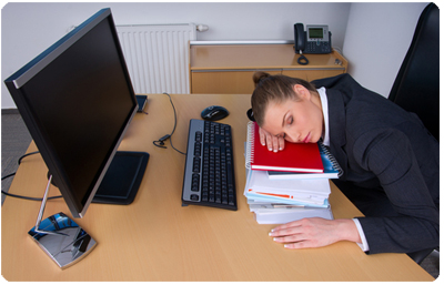 Sömnighet karakteriseras av en tendens att somna.