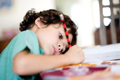 Länge var uppfattningen att ADHD växer bort av sig själv, det stämmer inte. Omkring hälften av barnen med ADHD har kvar symtom även som vuxna.