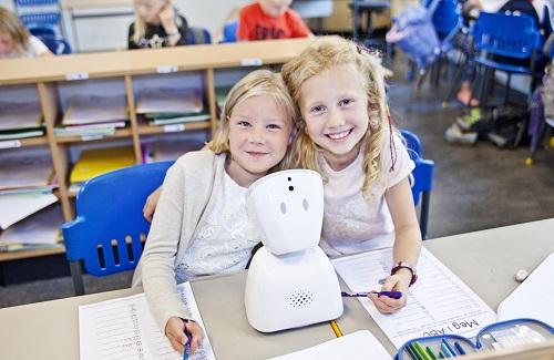 AV1-roboten tar plats i skolbänken när barnet inte har möjlighet att vara där.