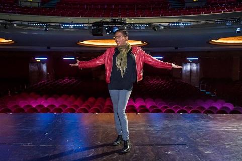 """Gladys del Pilar är på väg att bli Sveriges Whoopi Goldberg. I höst gör hon huvudrollen i musikalversionen av """"En värsting till syster"""" på Chinateatern."""