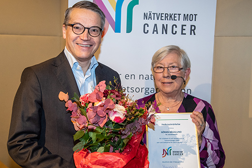 Tidigare socialminister Göran Hägglund (KD) fick ta emot en utmärkelse för sitt arbete med den nationella cancerstrategin. Här med Margareta Haag, ordförande för Nätverket mot cancer.