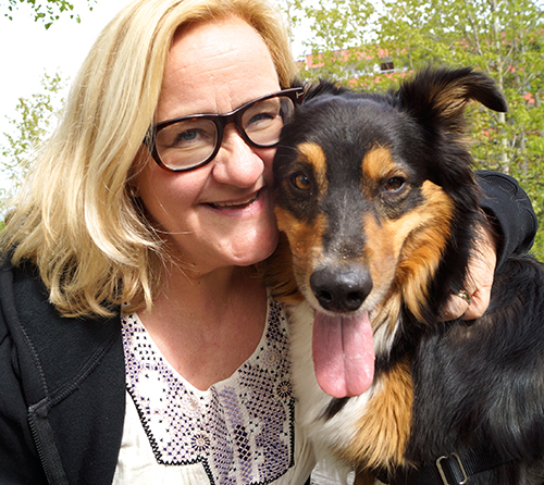 Gunilla Backman och hunden Messi