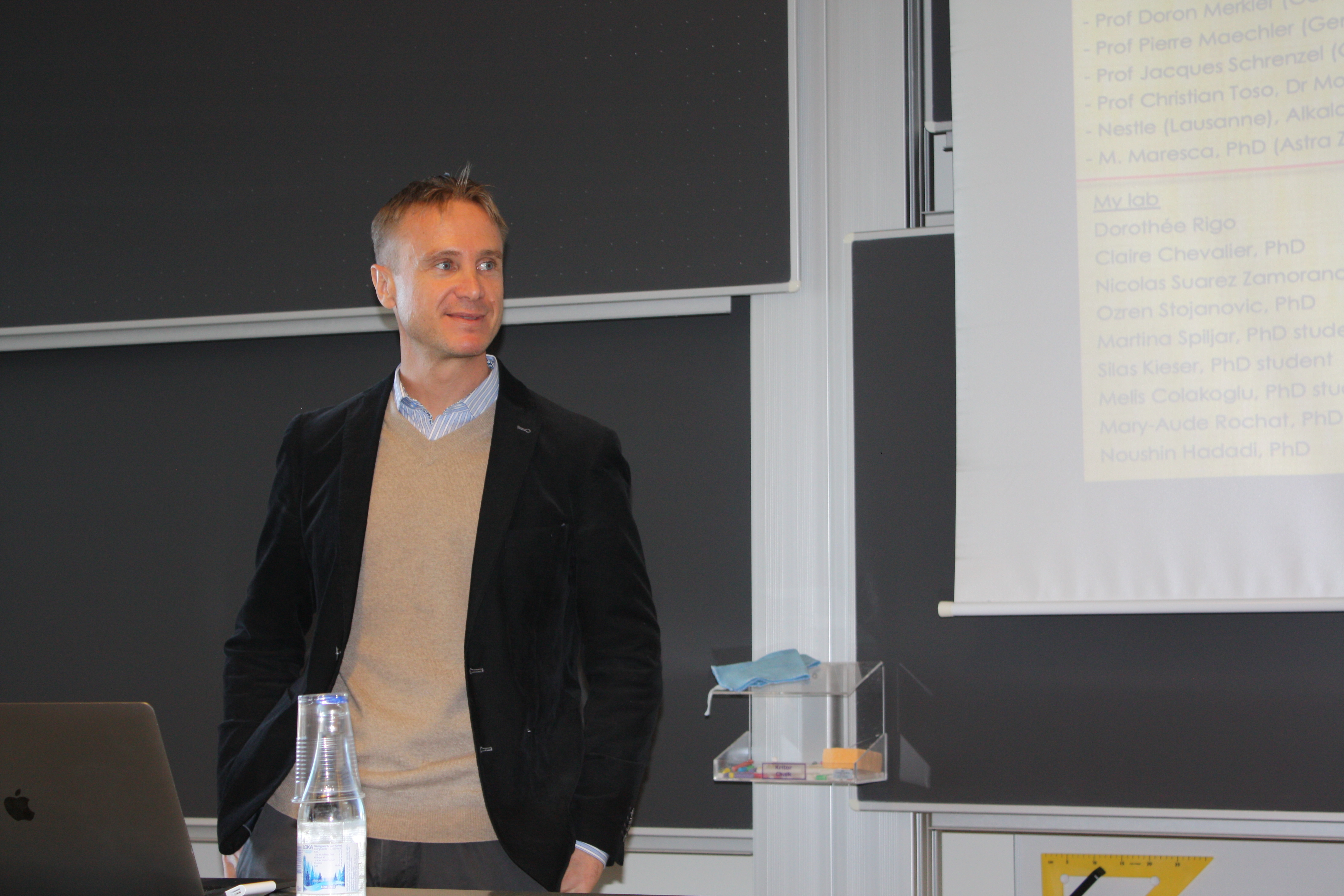 Mirko Trajkovski är professor inom medicin på avdelningen för Cellfysiologi och Metabolism på Universitetet i Geneve i Schweiz