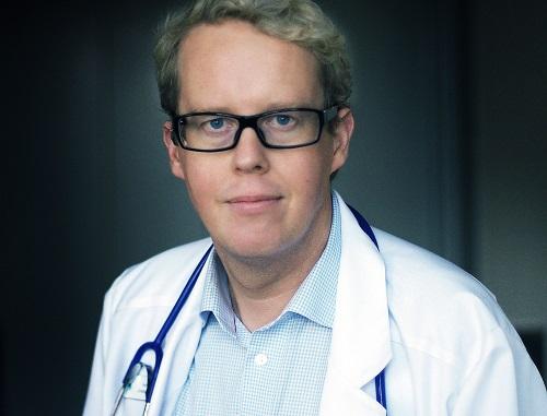 Läkare och författare Jonas Moström menar att läsning kan förebygga negativ stress. Foto: Ulla Montan