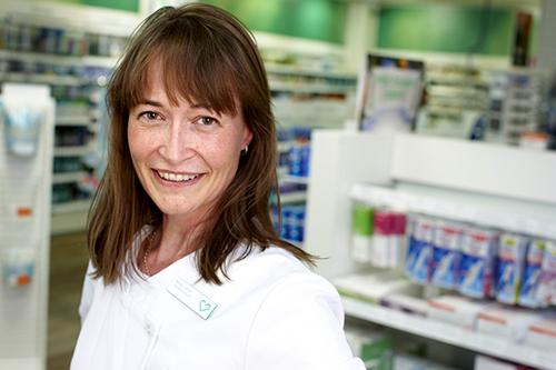 För en hel familj som är allergiska ska vuxna och barn börja medicineringen tidigt, säger Maria Calles, farmacispecialist på Apotek Hjärtat.