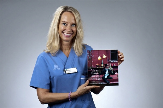 """Maria Gylfe, chefsjuksköterska och initiativtagare till boken """"Vissa har andra utvägar"""" som blev världsbäst i sin klass. Foto: Johan Aldegren"""