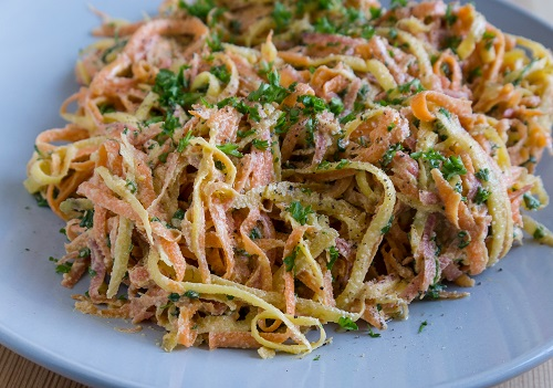 Morotspasta med mandelpesto veckans recept mat och vitaminer matrecept pasta roten till allt gott foto_Malin Randeniye och Sara Israelsson.jpg