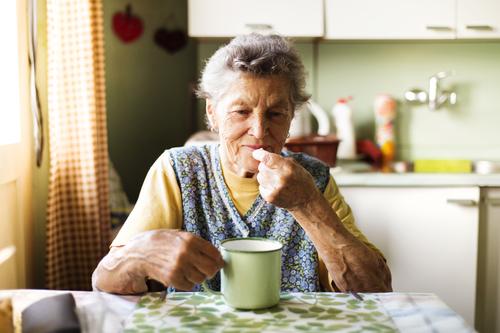 I den nya rapporten konstaterar SBU att nyttan med att ge äldre blodförtunnande läkemedel överväger eventuella risker.