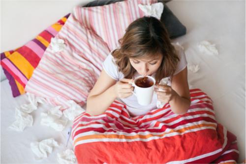 God sömn och bra med mat och vätska hjälper kroppen att slåss mot viruset och bekämpa förkylningen.