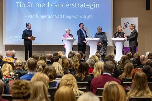 Årets Världscancerdag var ett välbesökt event. Moderator för dagen var chefredaktören för DOKTORN, Anders Åker.
