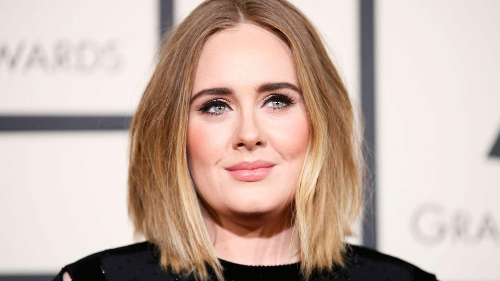 I en intervju med Vanity Fair berättar artisten Adele om hur mycket hon älskar sin son, men att tiden efter att han föddes var tung. Foto: TT