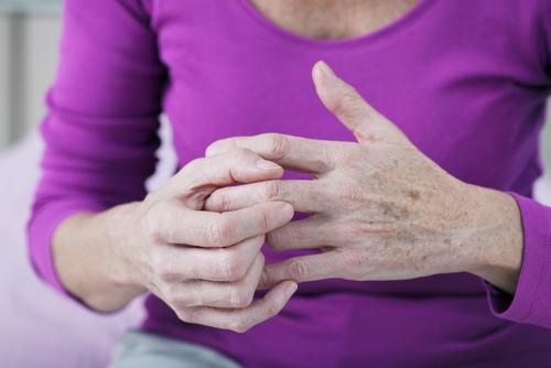 Det är vanligt att du först känner av artros i en eller ett par leder och att det sedan sprider sig till allt fler leder.