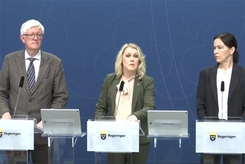 Johan Carlson, generaldirektör på Folkhälsomyndigheten, socialminister Lena Hallengren (S) samt Olivia Wigzell, generaldirektör för Socialstyrelsen.