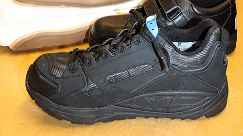Den specialdesignade skon har en stel sula och ordentligt med utrymme.