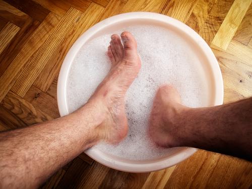 Unna dina fötter lite lyx och ta då och då ett ordentligt fotbad.
