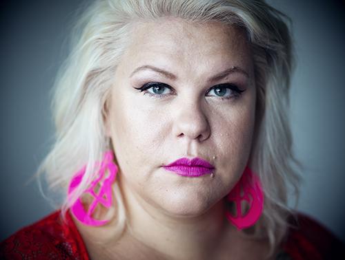 """Kajjan Andersson är samhällsdebattör och journalist och debuterar som författare med boken """"Livsviktigt – en handbok i kroppspositivt föräldraskap"""". Foto: Gabriel Liljevall"""