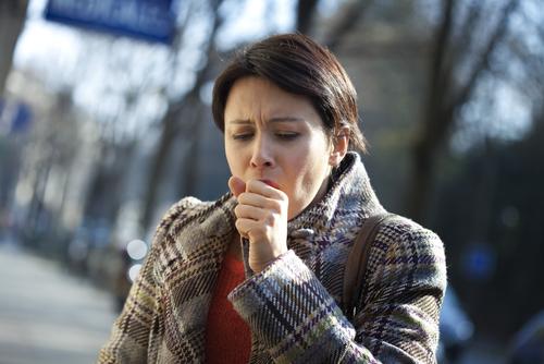 Av all långvarig hosta hos vuxna anses 25 procent bero på kikhosta.