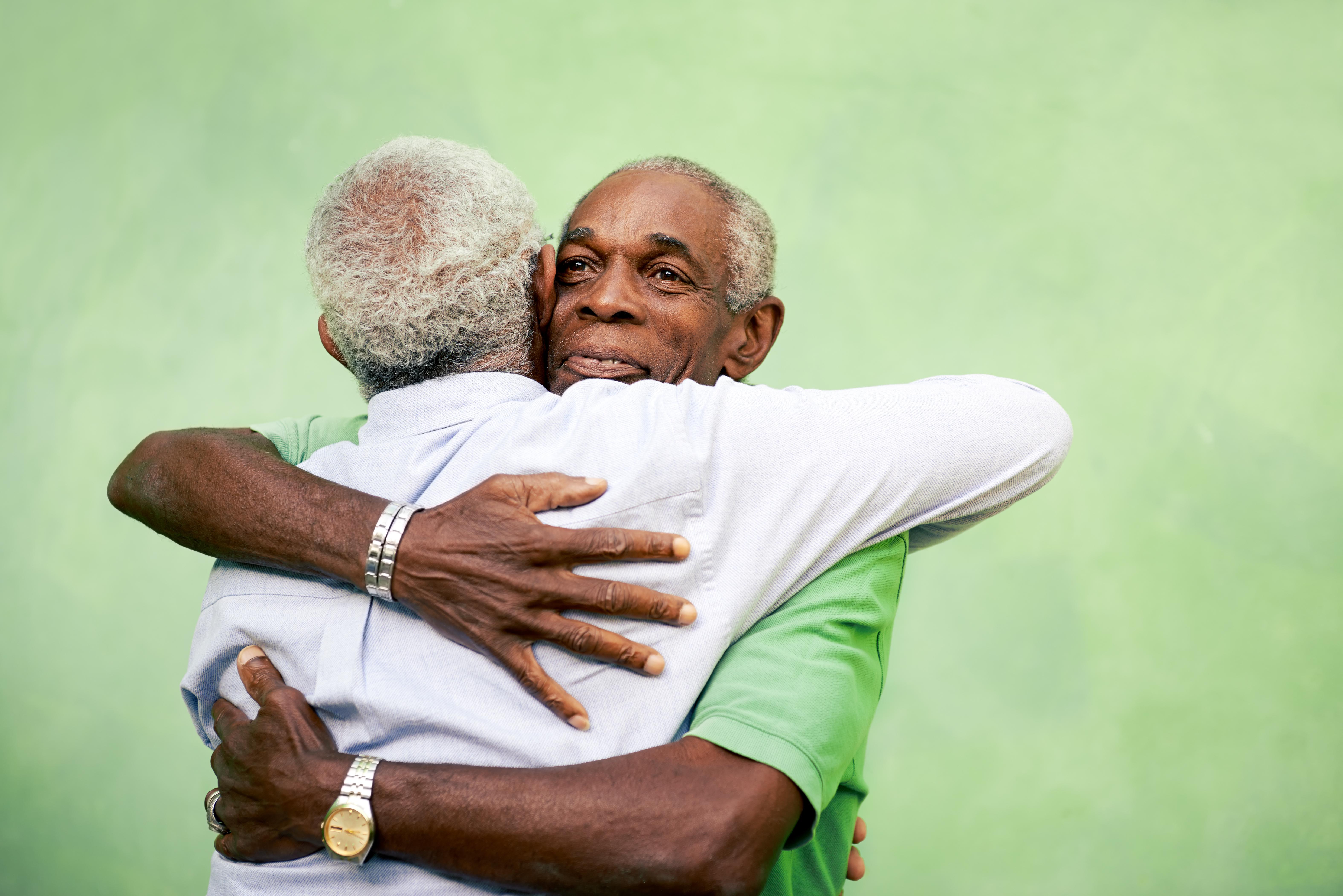 Beröring, som kramar, utlöser hormonet oxytocin som nu kan visa sig hjälpa gamla muskler läka effektivt.