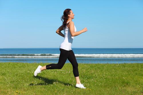 Löparknä orsakas på grund av ett överansträngt knä.