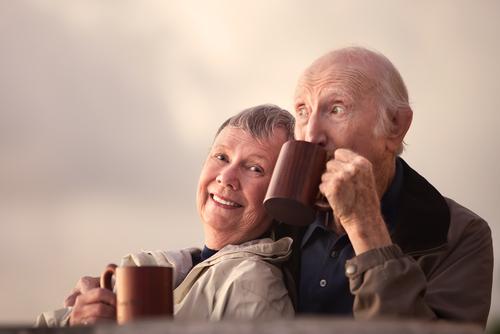 En hög dos flavanoler i en särskilt framtagen dryck visade sig förbättra minnet hos äldre personer och bromsa åldersrelaterad minnesförlust.