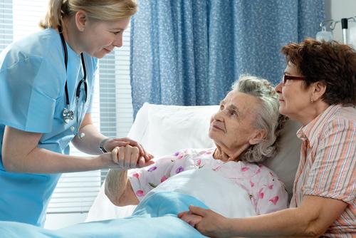 En ansvarig läkare skulle underlätta kommunikationen inom vården menar Sveriges läkarförbund.