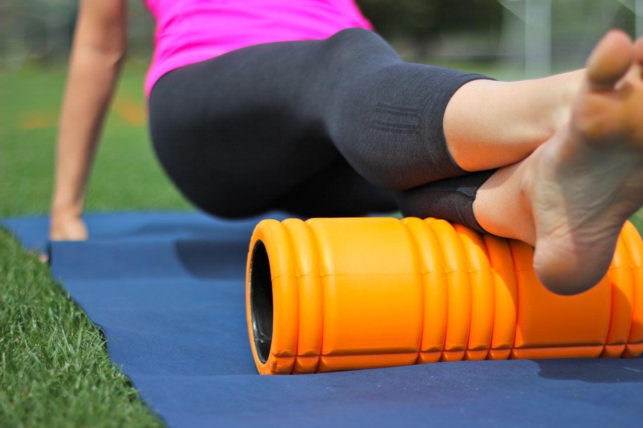 Stretcha med en rulle kan vara skönt för kroppen.