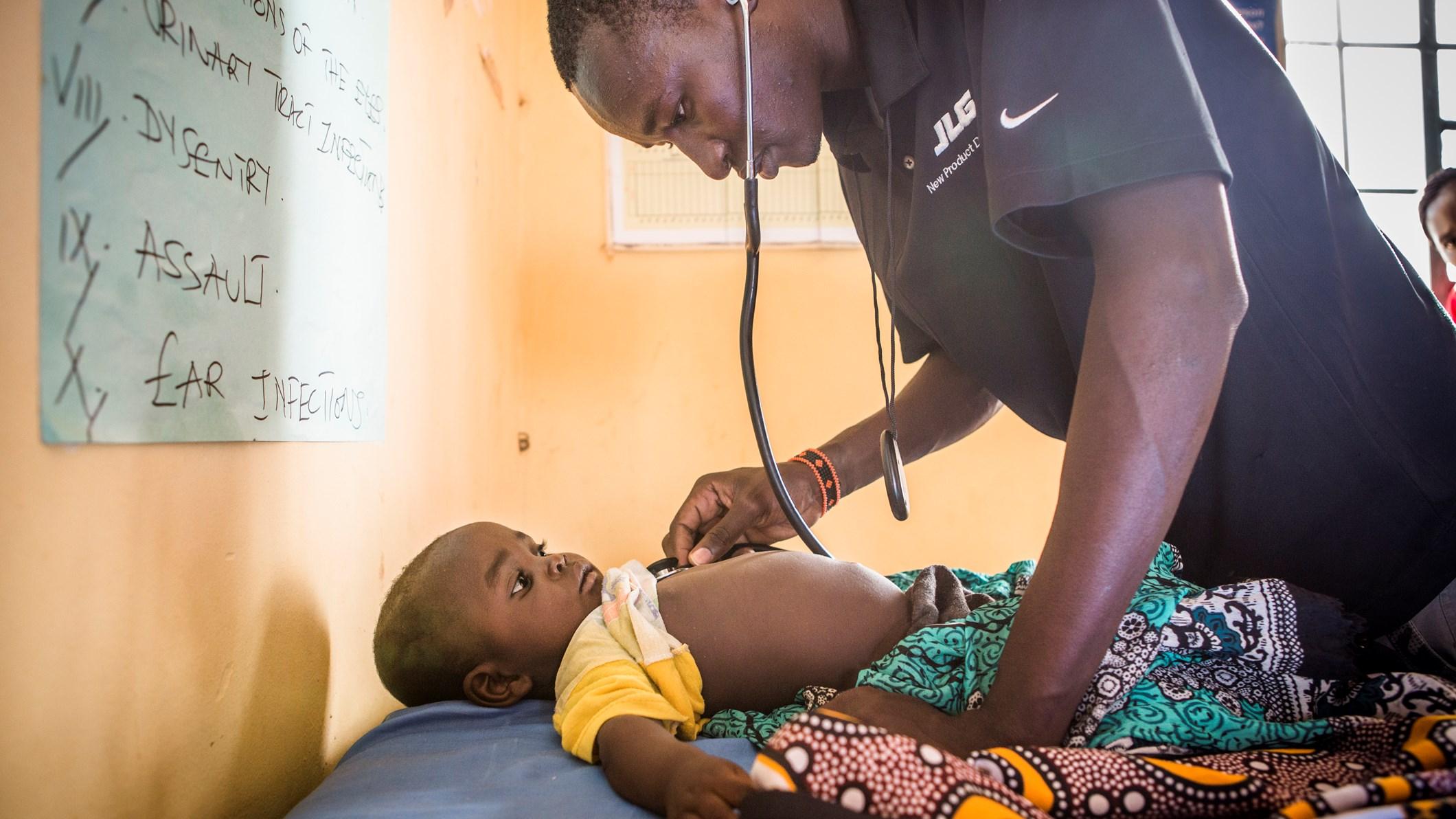 Förra året dog över 800 000 barn i lunginflammation, det innebär att ett barn dör var 39 sekund. Foto: Jonathan Hyams/Save the Children