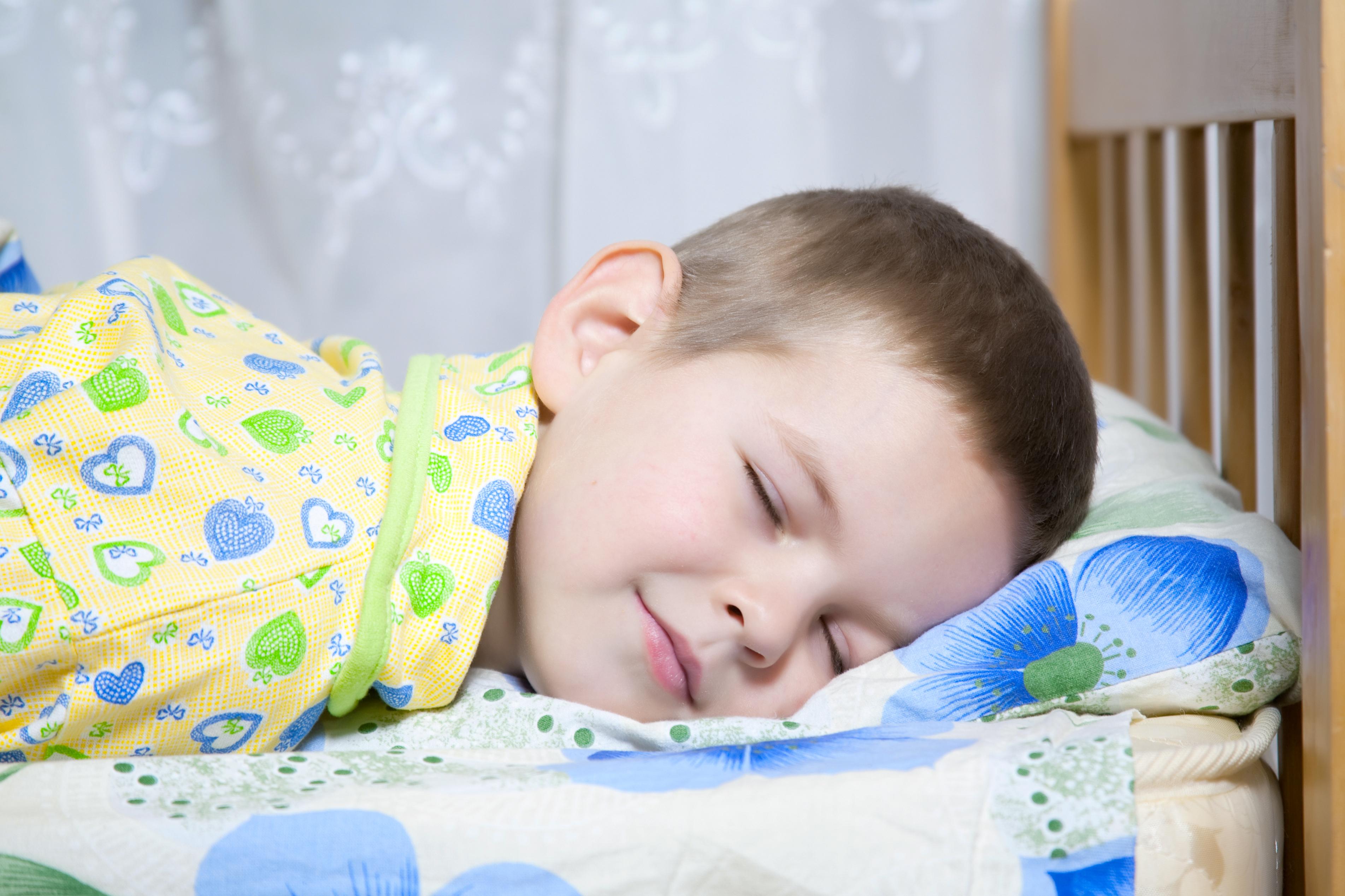 Sängvätning innebär ofta att det till exempel blir svårare att sova borta.