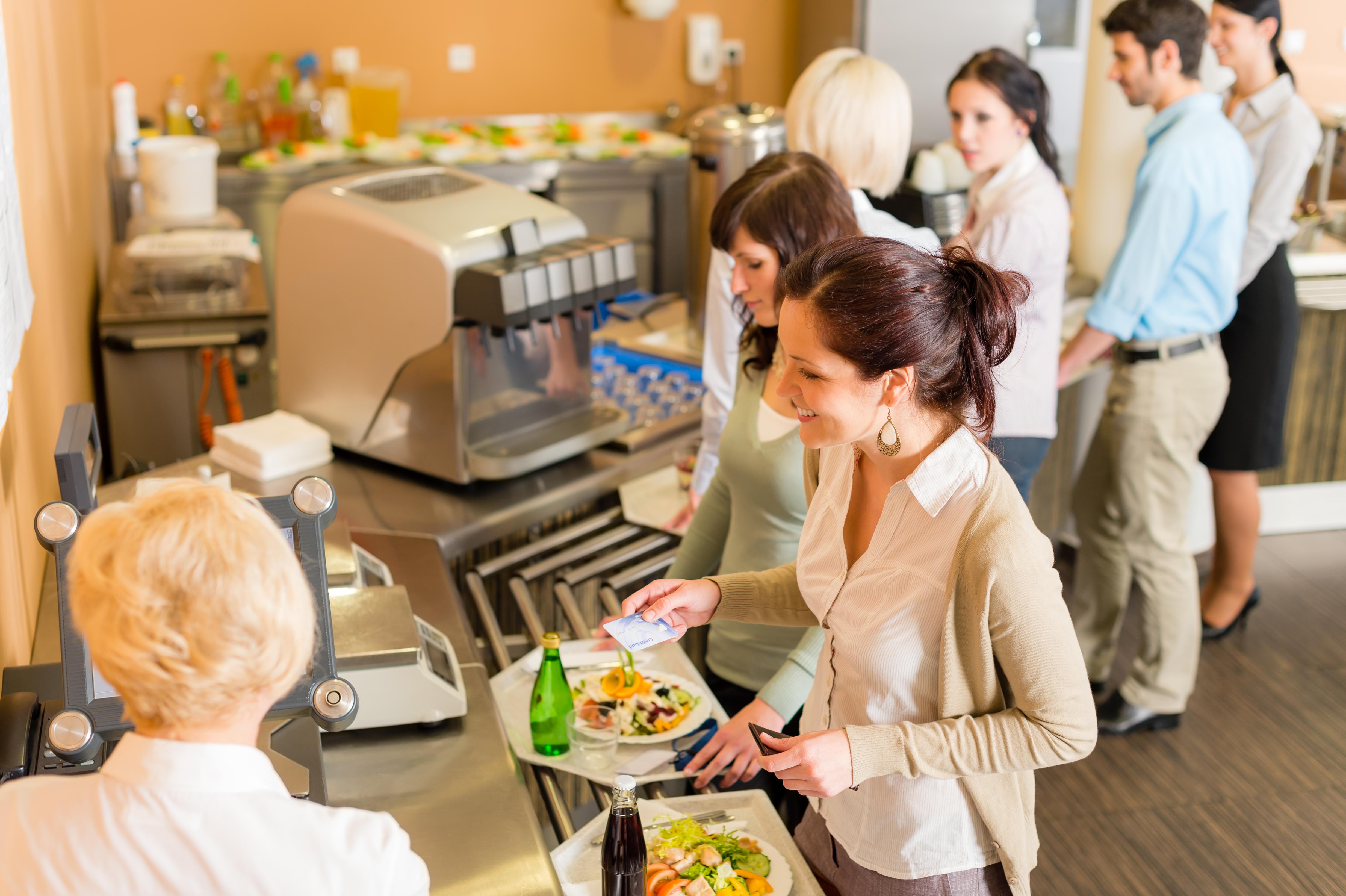 Luncha och fika gemensamt. Snacka gärna om annat än jobb!
