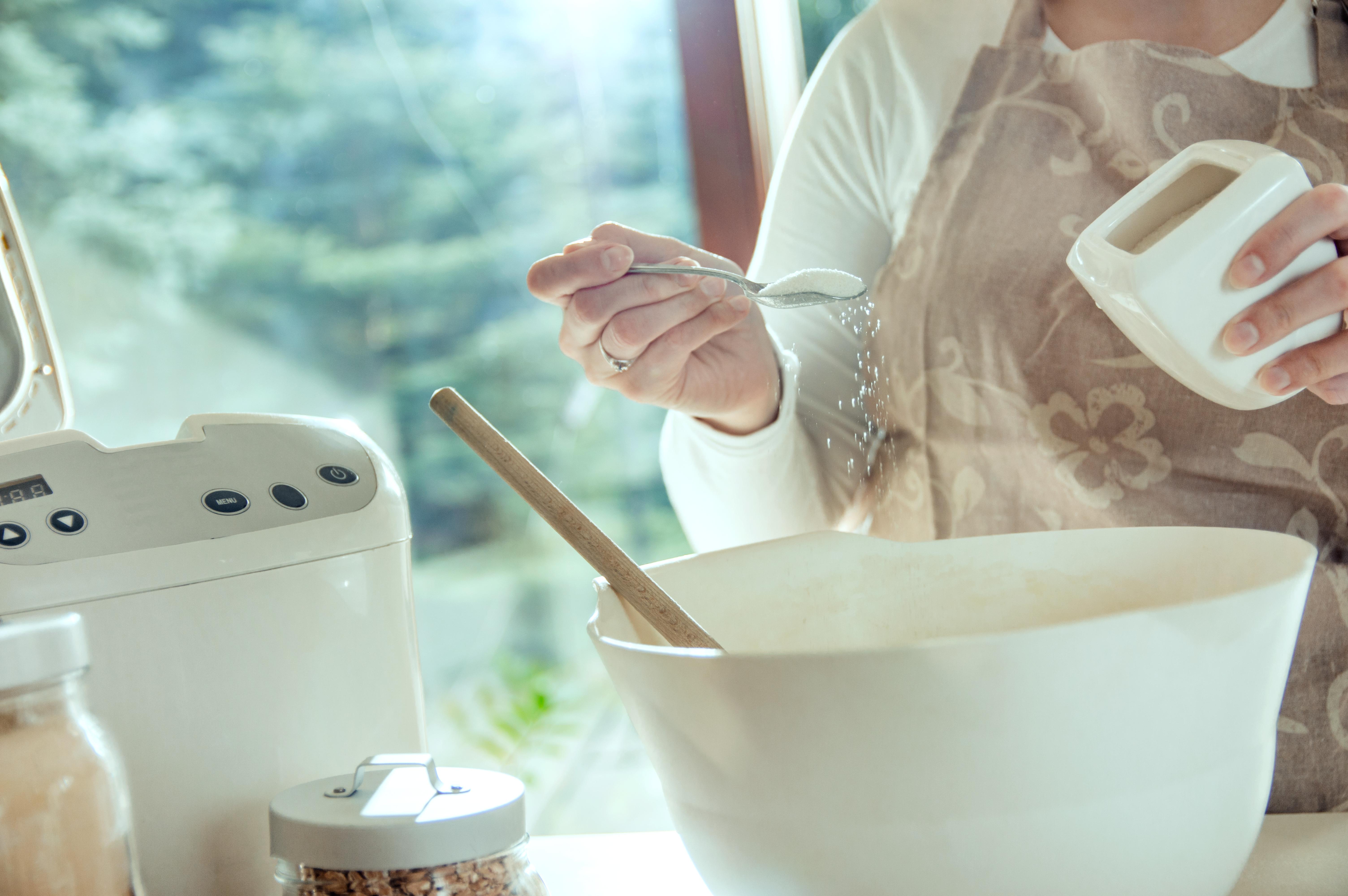 Livsmedelsindustrin måste sluta hälla salt i maten i onödan säger en av forskarna bakom den aktuella studien.