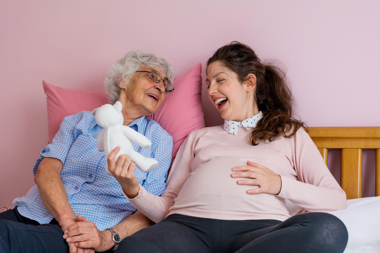Folkhälsomyndigheten rekommenderar bland annat alla som är 65 år eller äldre samt gravida efter graviditetsvecka 16 att vaccinera sig.