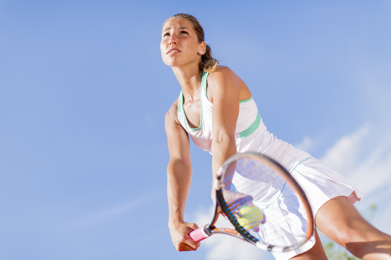 Tennisarmbåge innebär en inflammation i muskelfästet på armbågens utsida.