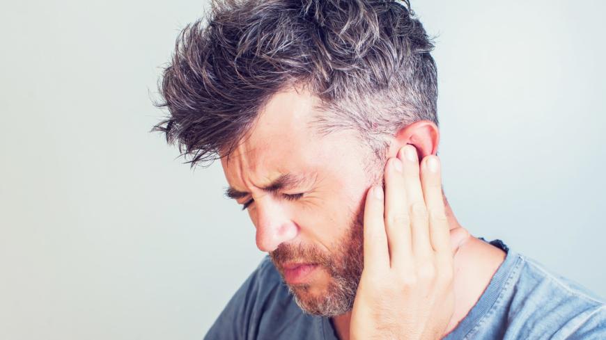 kliar i halsen och öronen förkyld