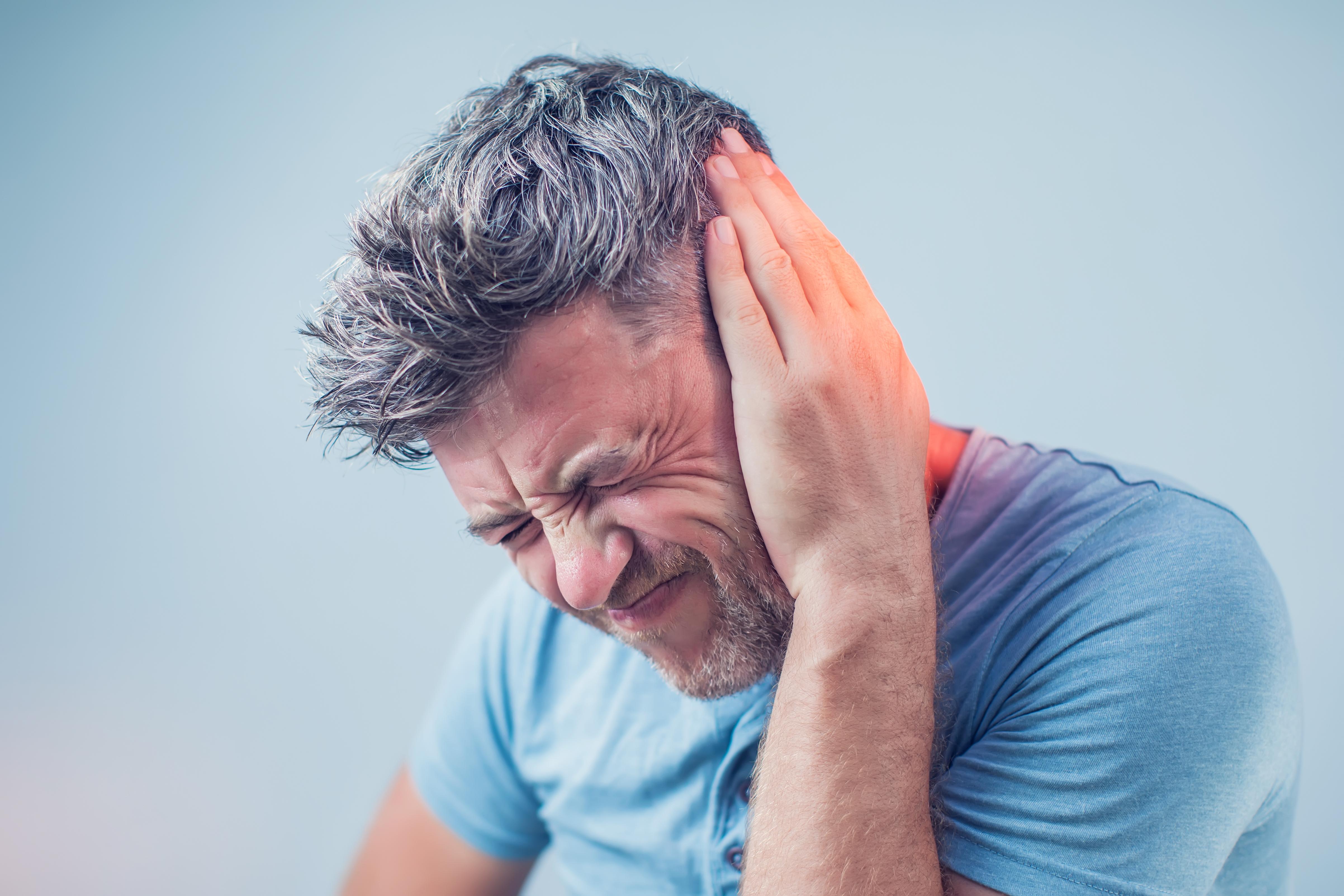 När trumhinnan spricker kan man uppleva en rad olika öronbesvär som ofta går över på egen hand när den blivit hel igen.