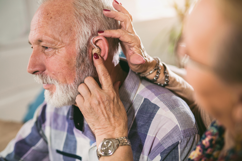Det finns alltid någon form av hjälp att få när man har drabbats av nedsatt hörsel, varav hörselapparat är ett alternativ.Det finns alltid någon form av hjälp att få när man har drabbats av nedsatt hörsel, varav hörapparat är ett alternativ.