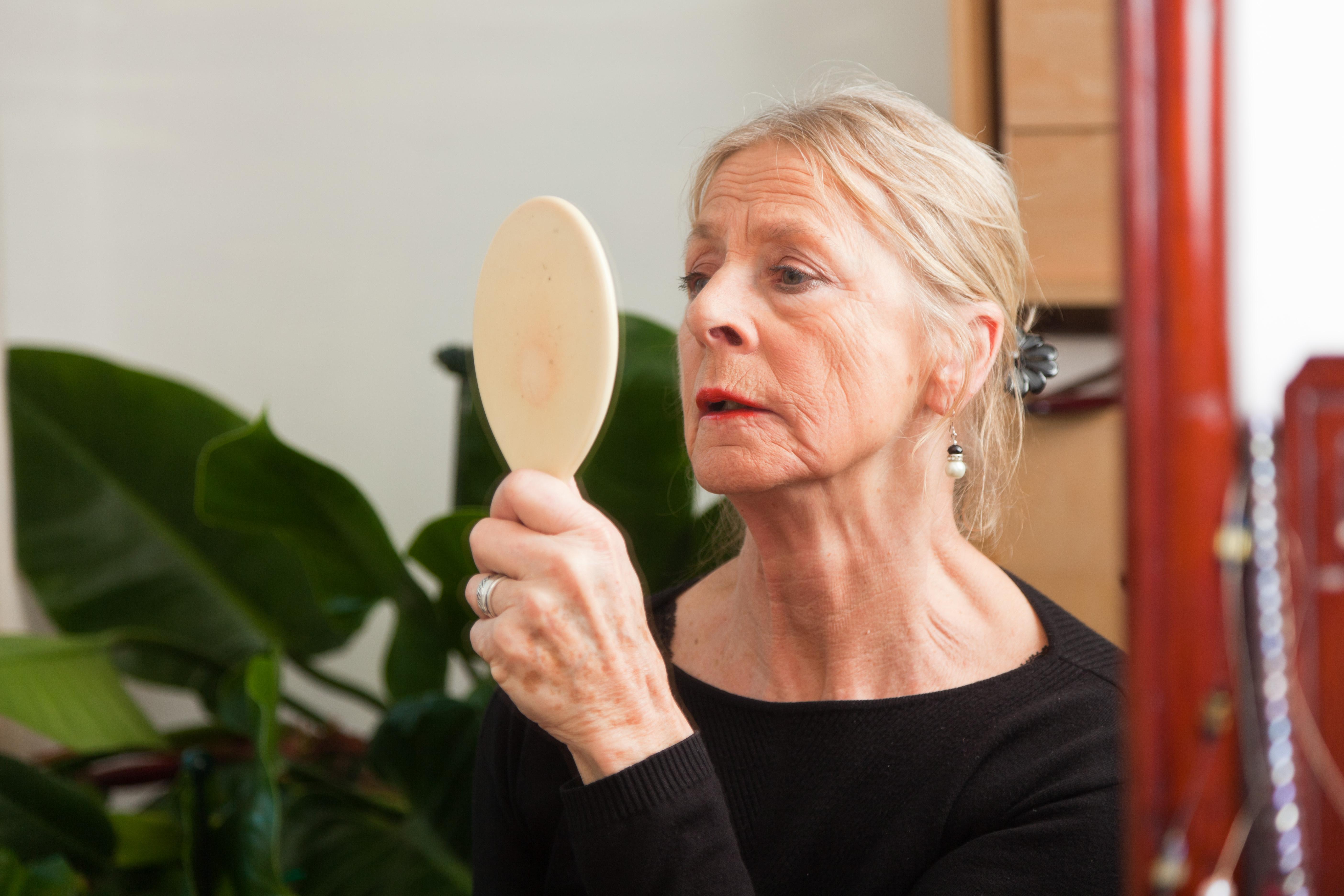 Vår livsstil, och även sjukdomar, inverkar på hudens utseende och åldrande.