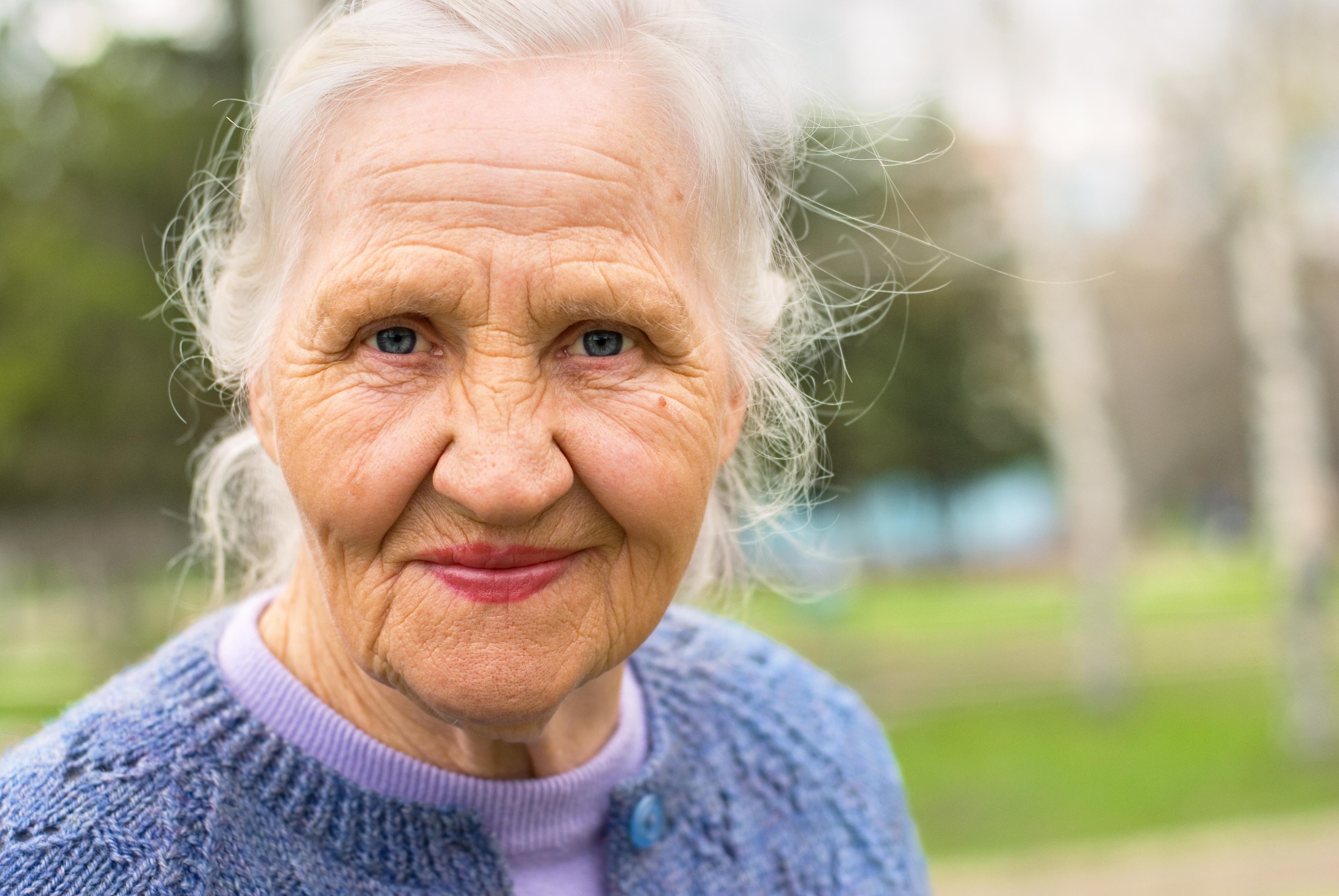 Det finns ingen typisk sjukdomsbild vid ostoporos eller benskörhet, det är en tyst sjukdom som inte ger några besvär förrän man drabbas av en fraktur.