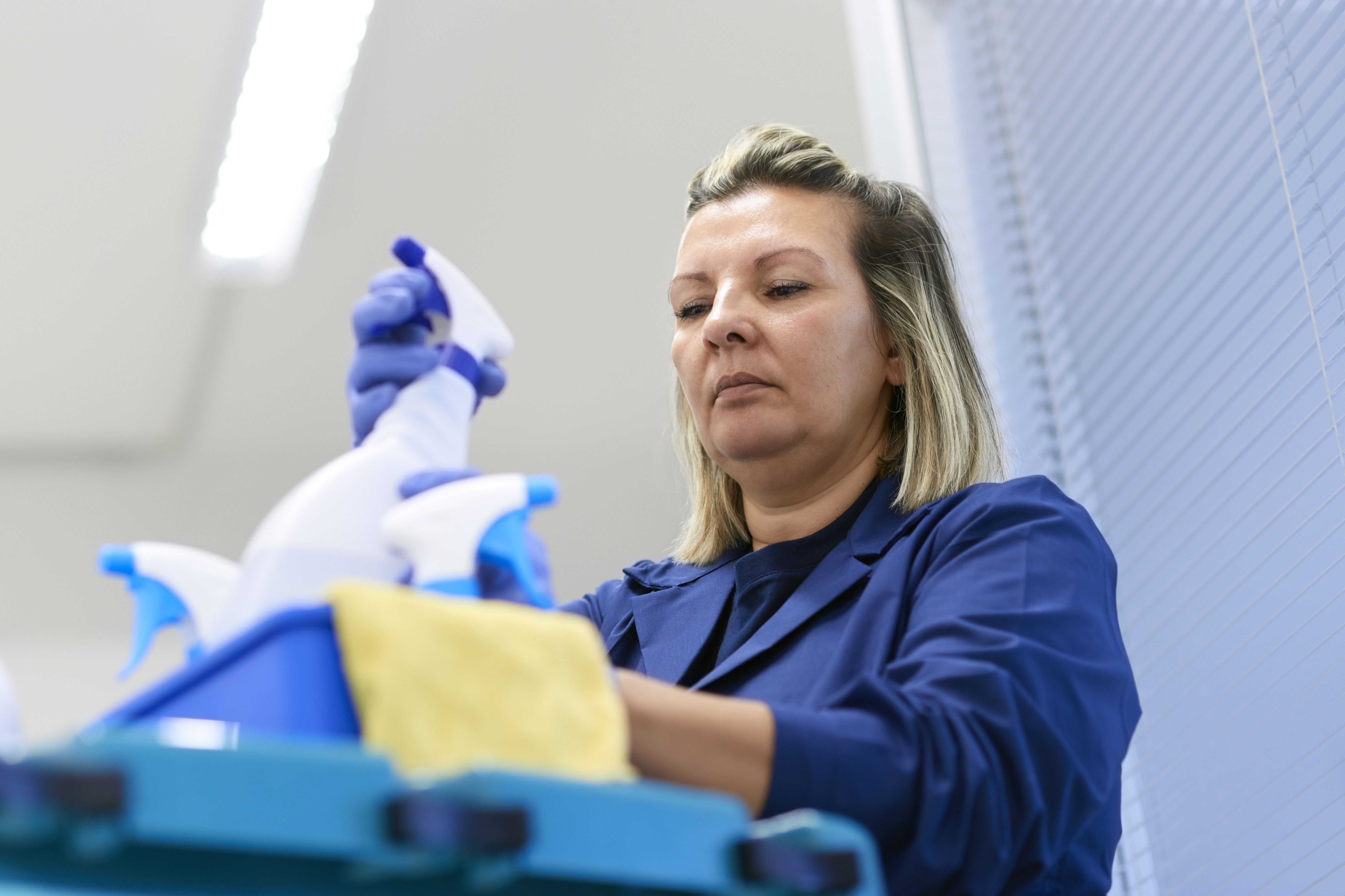 Kvinnor tycks vara mer sårbara för kemikalier, och därmed mer utsatta för rengöringsmedlens effekt på lungorna, än vad männen är.