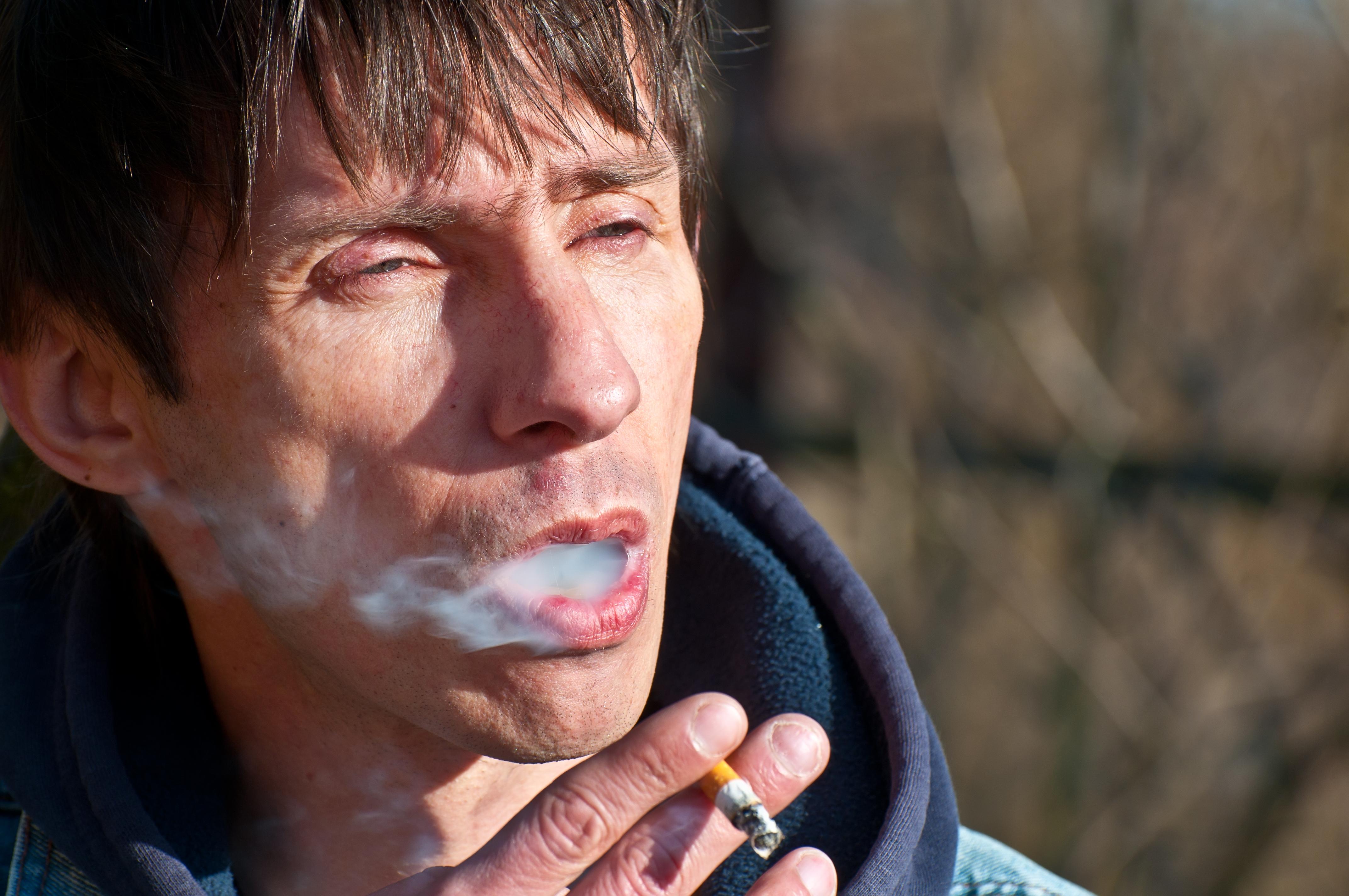 Det är svårare att upptäcka tandköttsinflammationer hos rökare.
