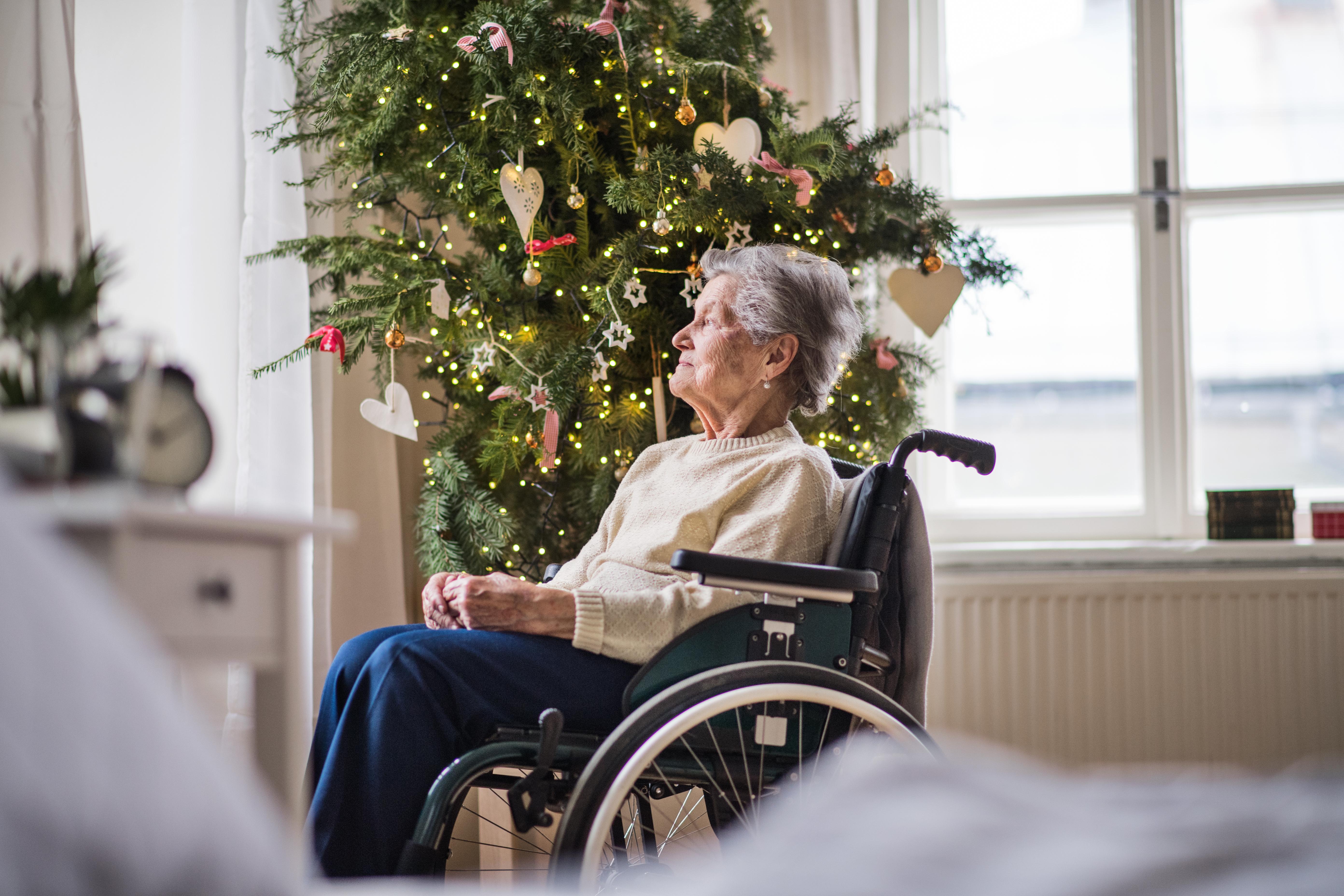 Det finns olika anledningar till ensamhet kring jul. Det kan vara att man till exempel är inlagd på sjukhus, att man av olika skäl inte vill umgås med andra eller att den släkt och de vänner man haft genom åren har blivit färre.