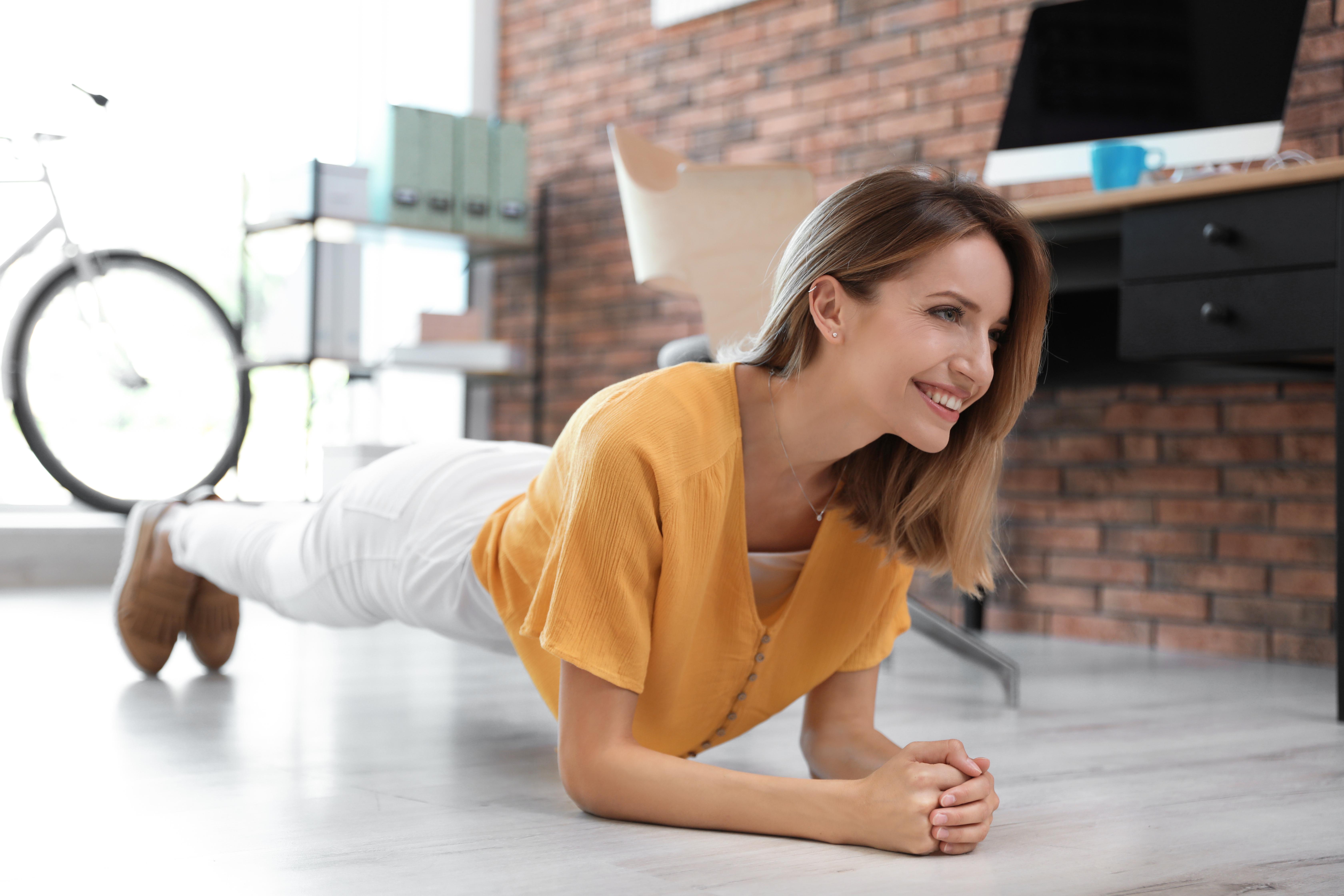 Stanna upp och andas, gå runt huset, stretcha, gör plankan.