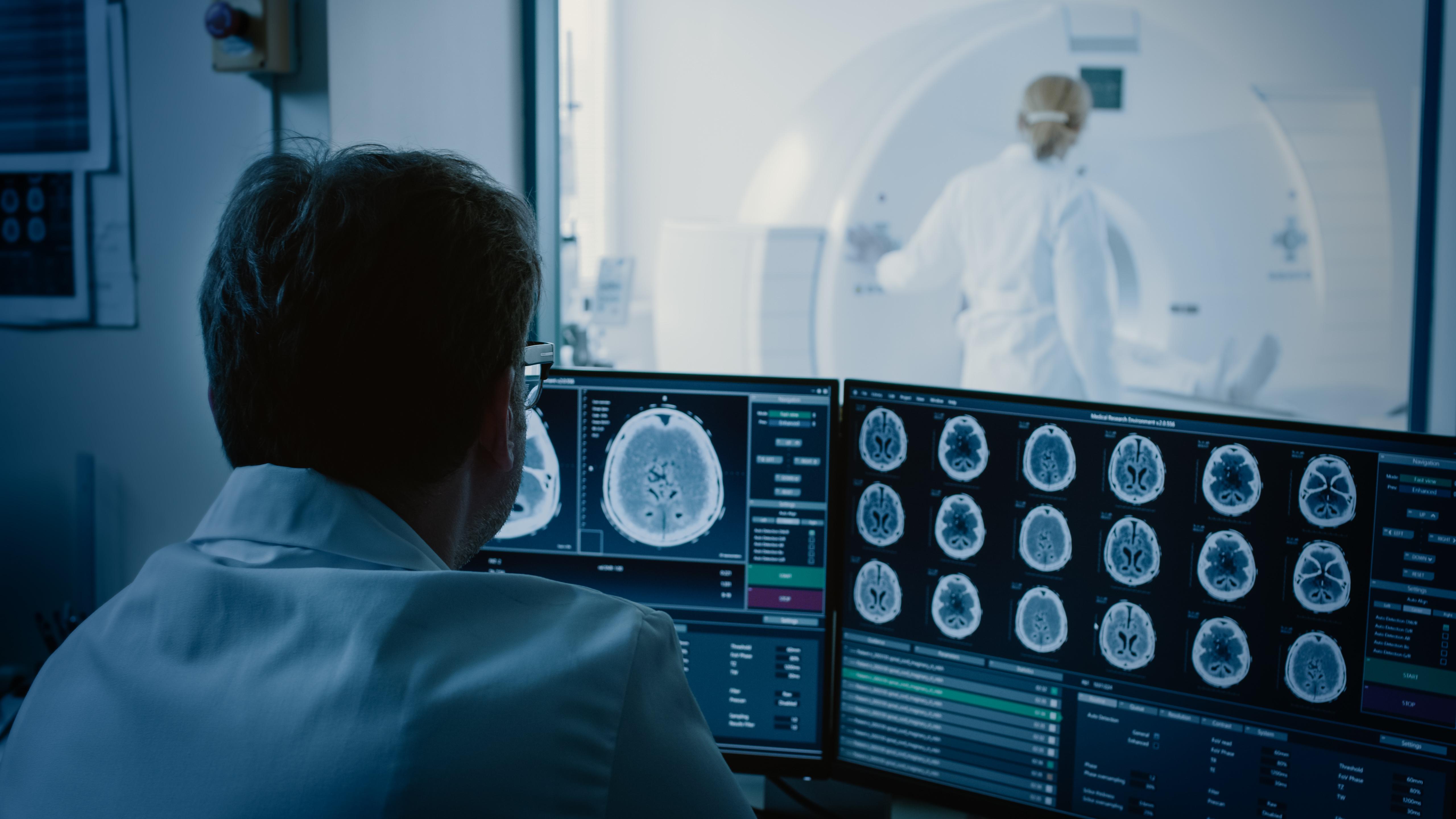 Man brukar dela in hjärntumörer i två huvudgrupper - godartade tumörer och elakartade tumörer.
