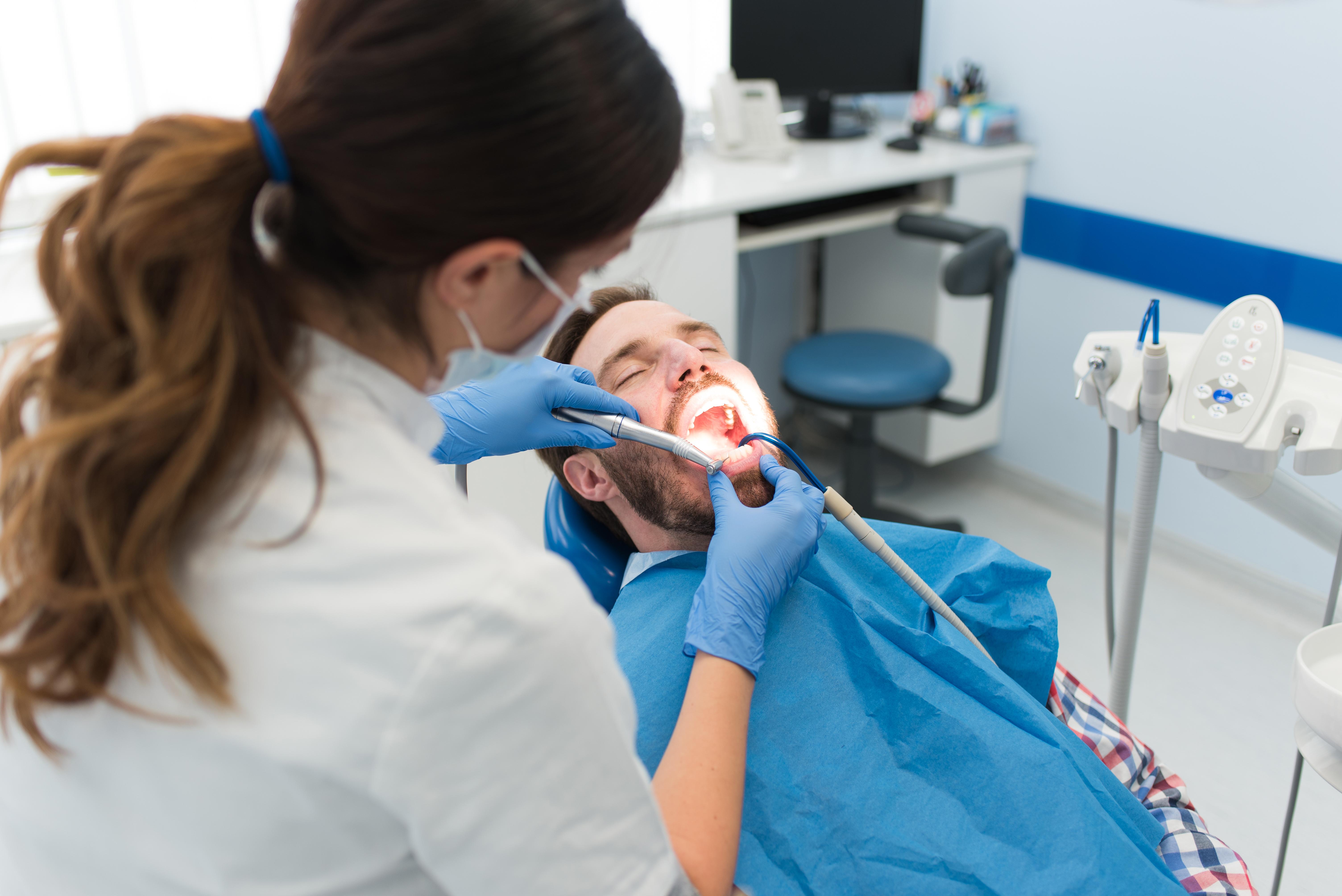 Den största minskningen i andel tandvårdsbesök över tid ses i åldersgruppen 35-49 år.