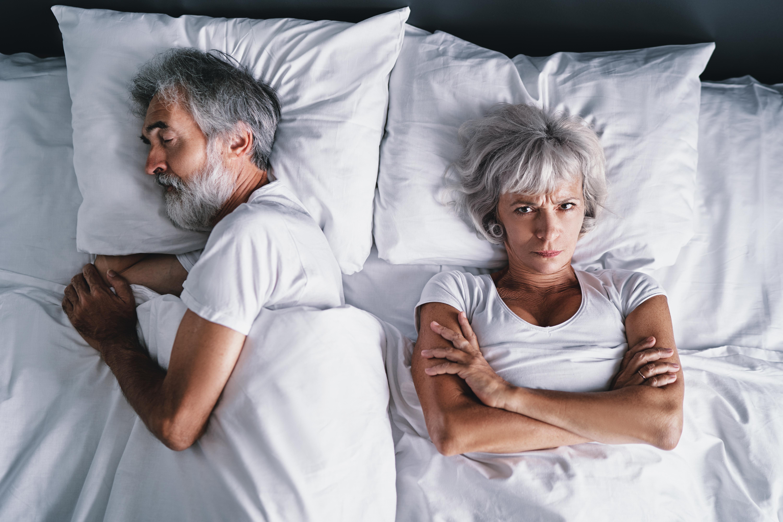 Inte sällan är man själv omedveten om sitt snarkande. Det kan däremot ens partner vara.