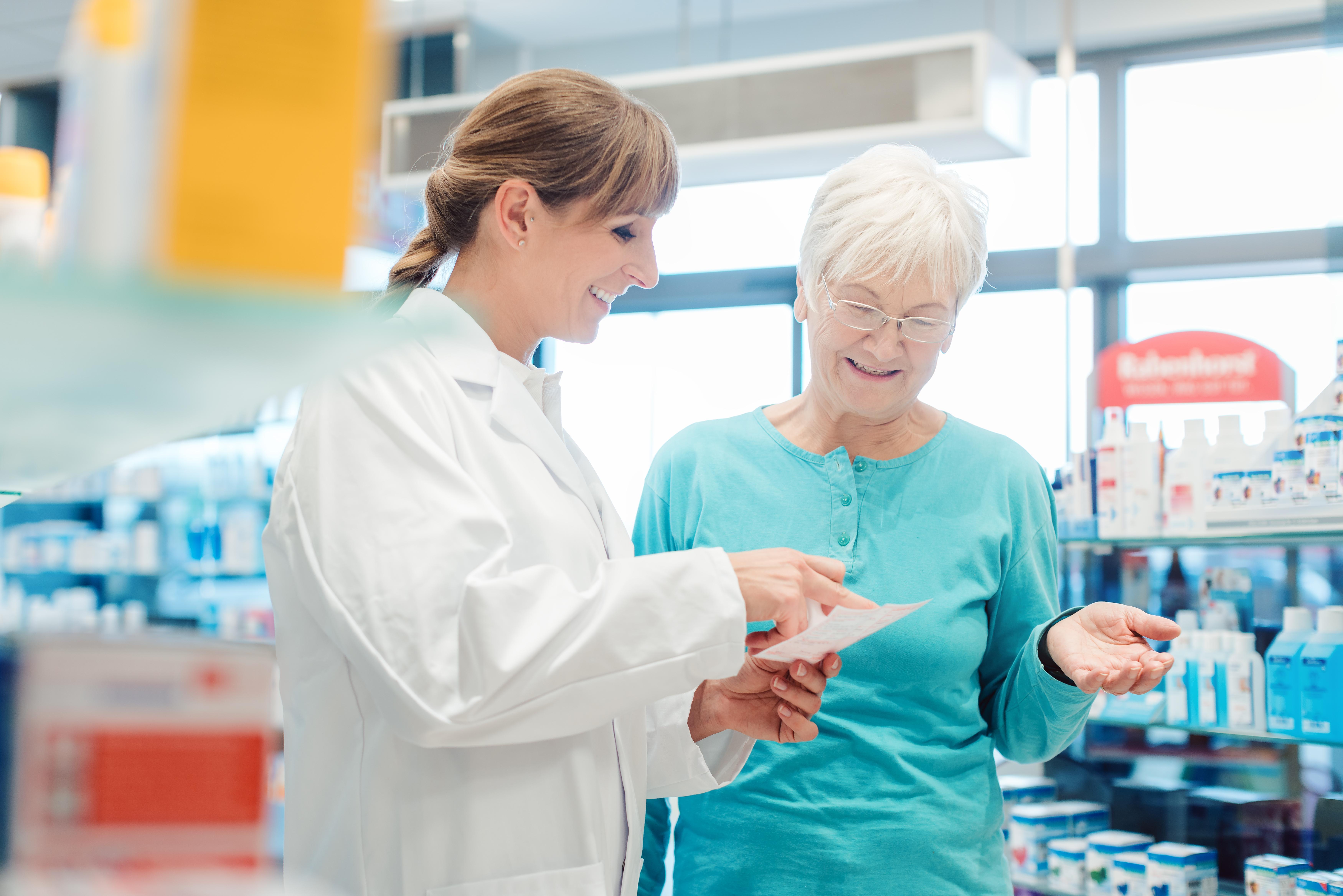 Apoteken är ålagda att såväl erbjuda likvärdiga utbytbara läkemedel som har lägst pris som att upplysa dig som patient att utbyte sker.