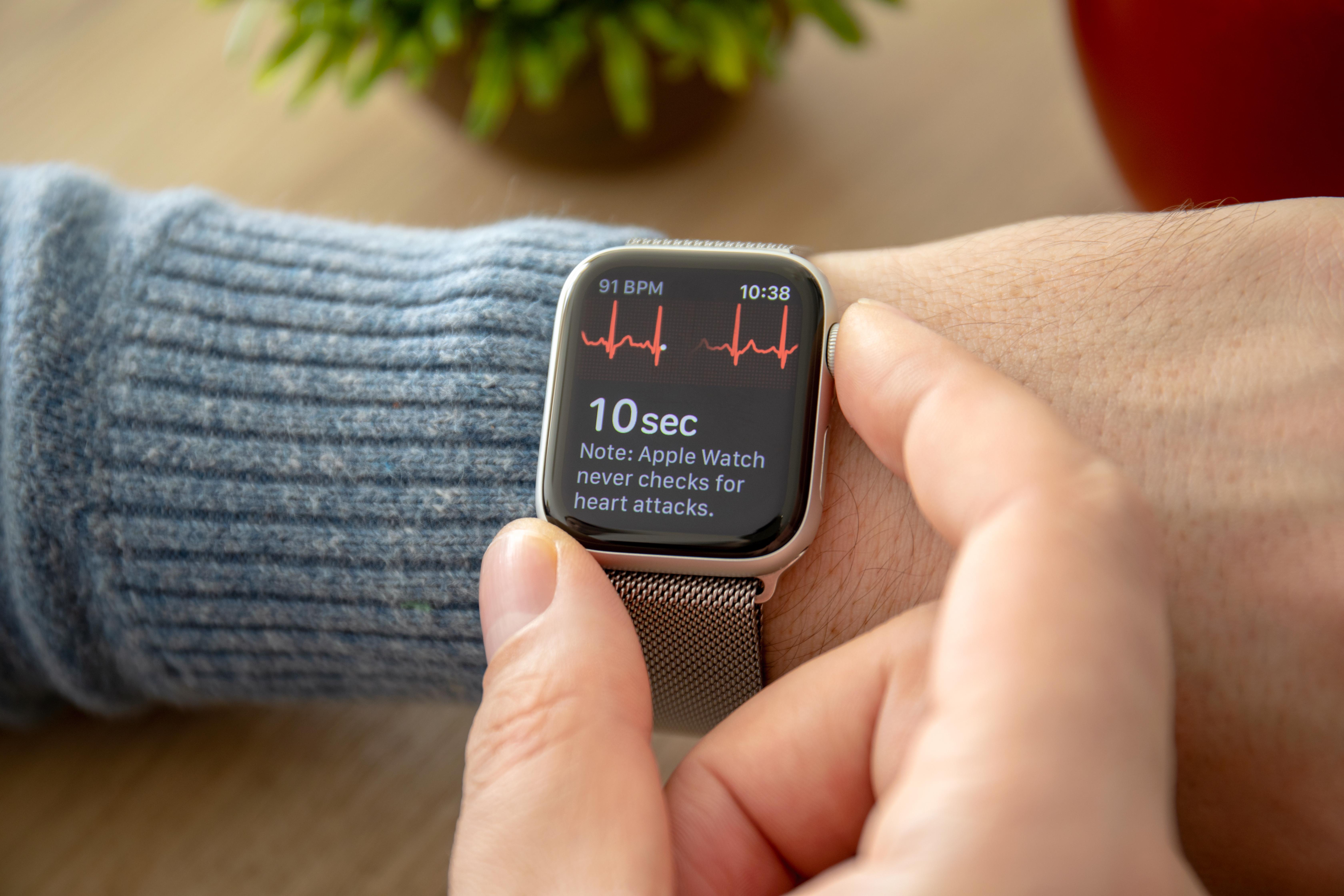 """Smarta klockor hör till kategorin """"wearable tech"""", bärbar teknik, och har visat sig användbart i flera hälso- och medicinrelaterade situationer."""
