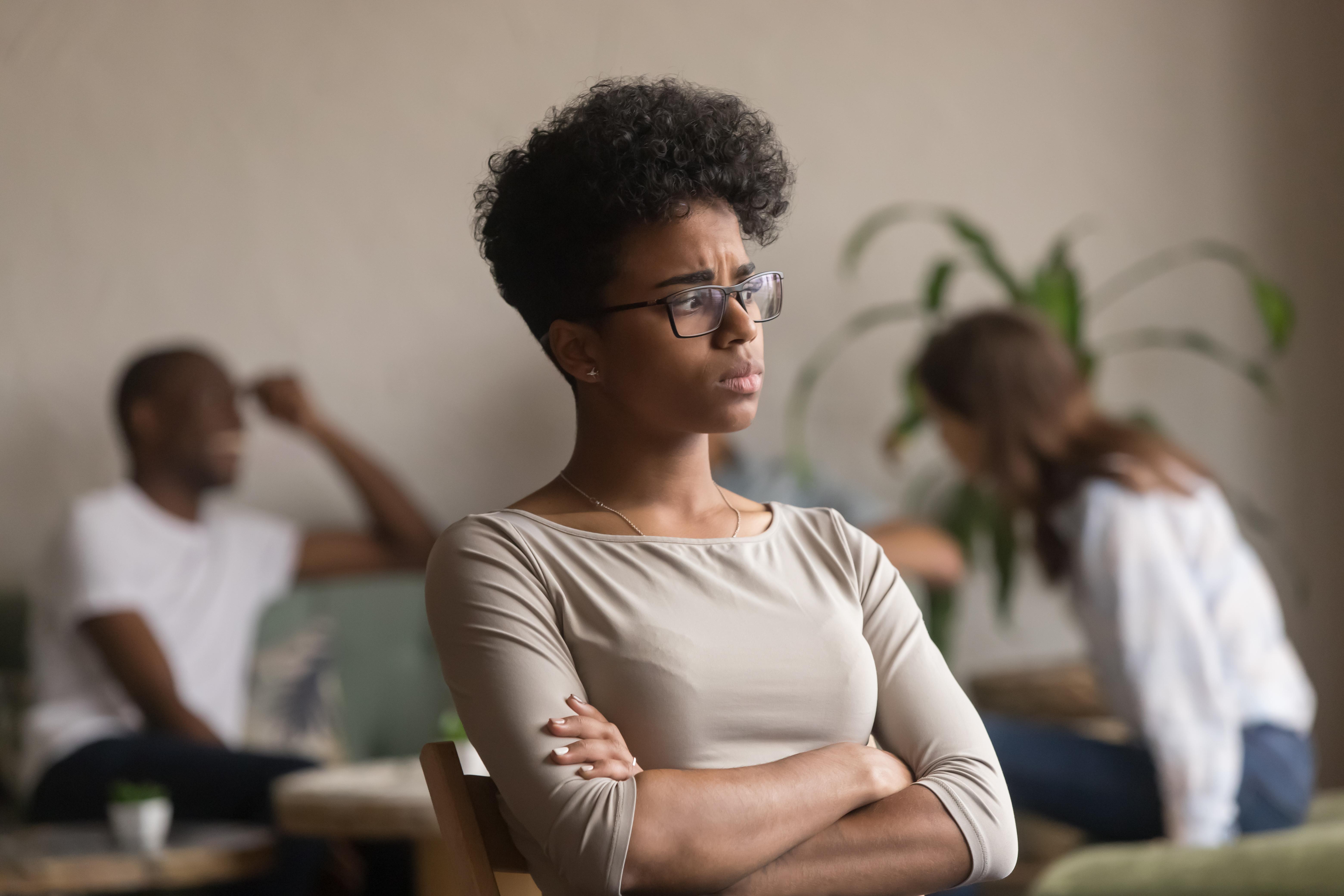 Personer med social fobi lider av ångest i sociala sammanhang vilket kan medföra stora problem i relationer, kompisumgänge och i arbetslivet.
