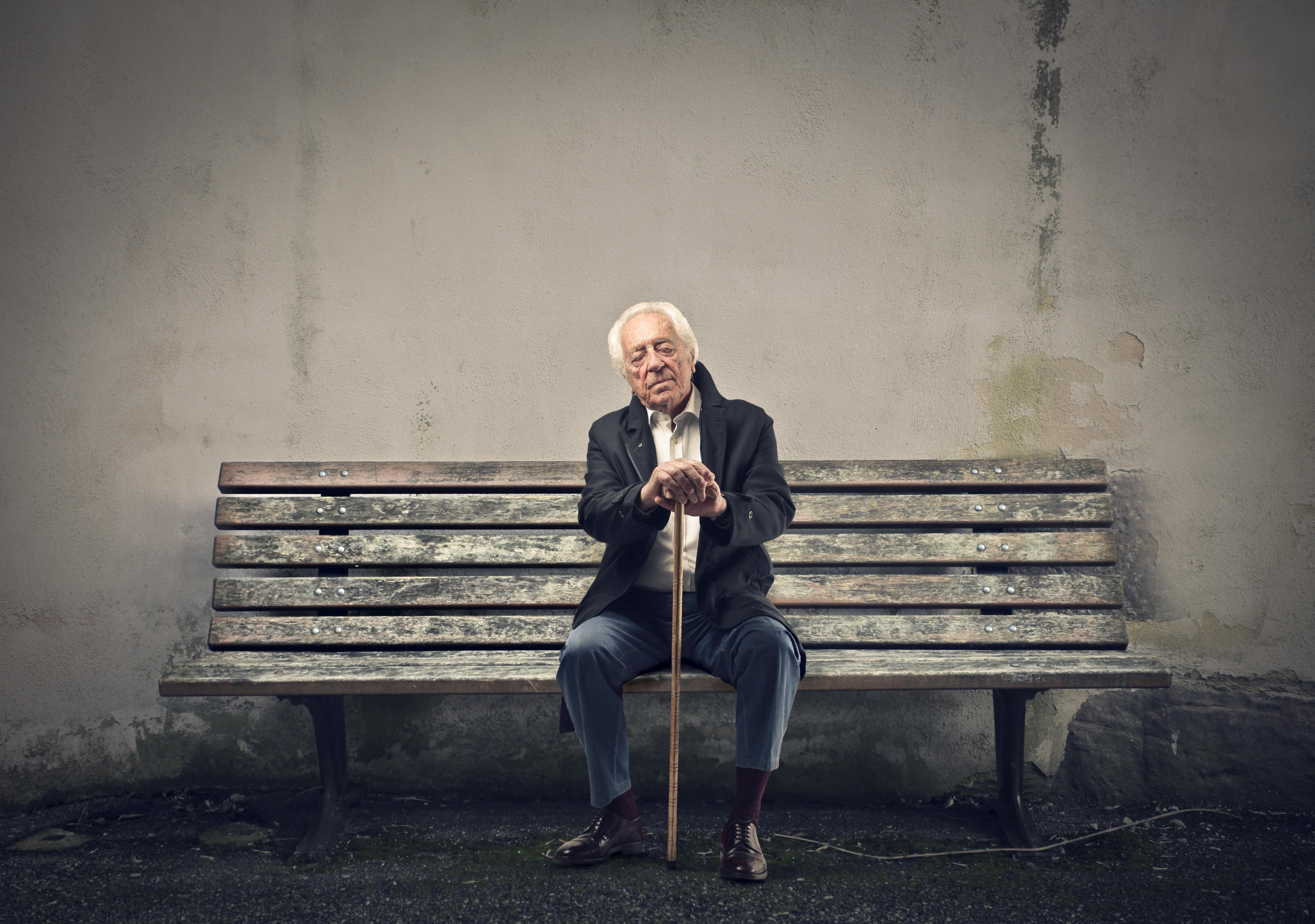 Självmord hos äldre är vanligare hos män.