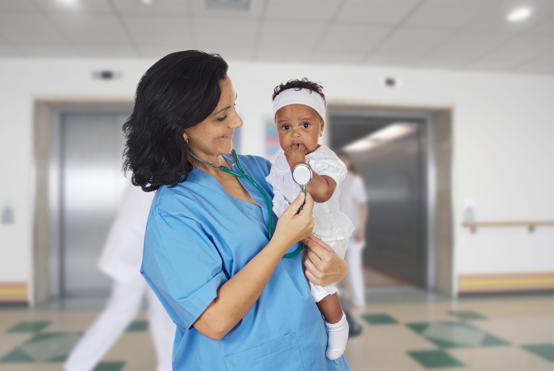Vid Makarere-universitet i Uganda har man utvecklat en jacka som kan ställa en snabb diagnos om lunginflammation hos småbarn.