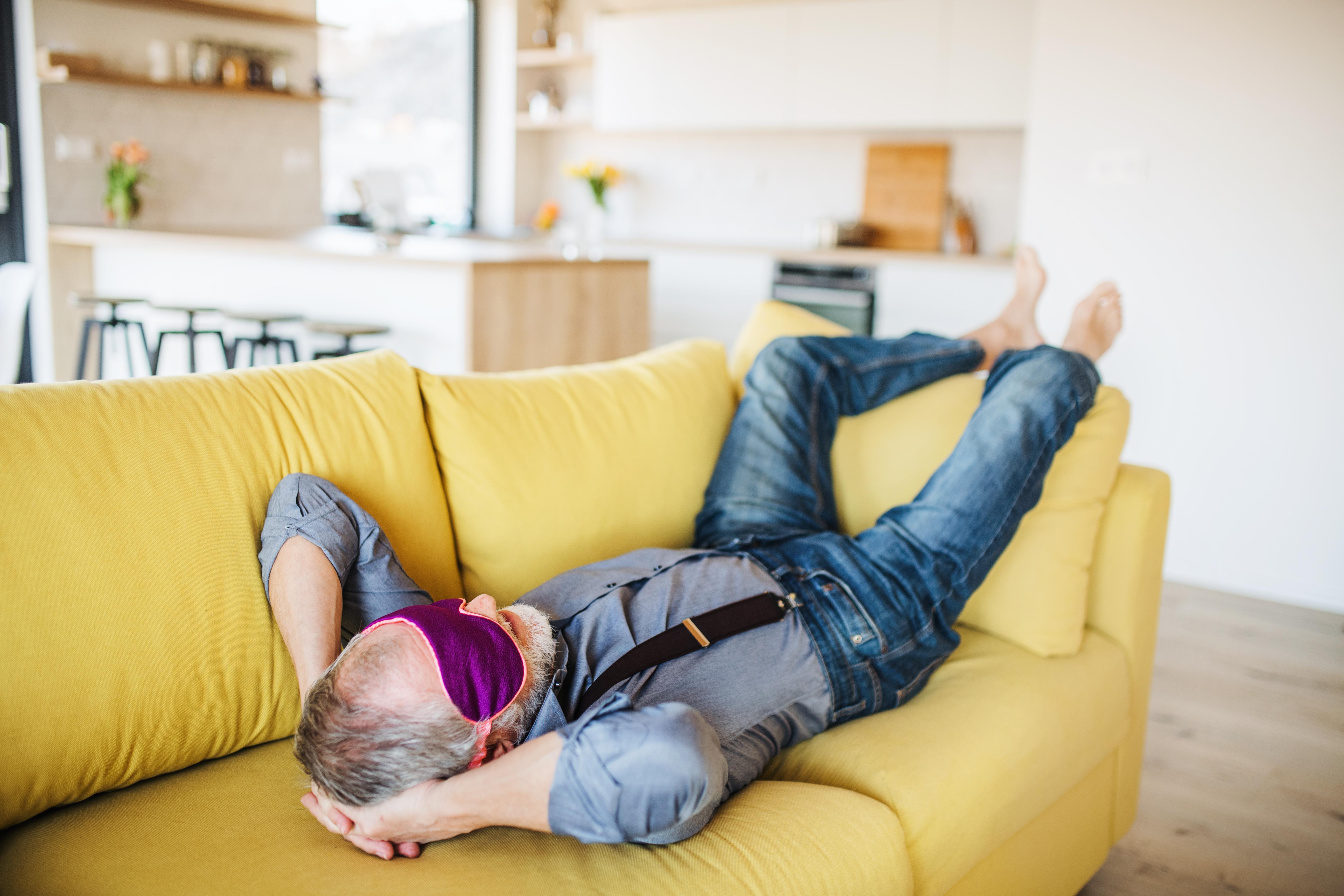 Även om äldre är bra på att äta rätt och stressar mindre är även sömnen en viktig faktor för ett liv i balans.